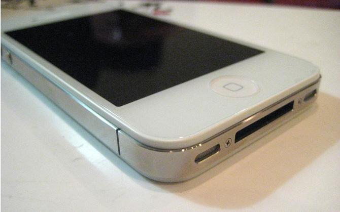 iPhone 4 de color blanco