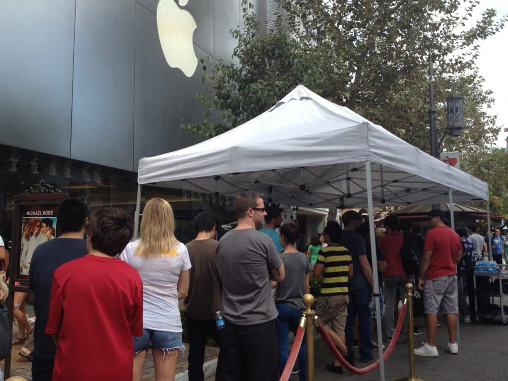 photo e1349122409345 1024x768 Apple hace esperar a los clientes que reservan el iPhone 5 en Estados Unidos