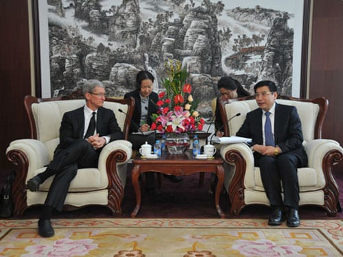 tim cook china Tim Cook vuelve a pasearse por China
