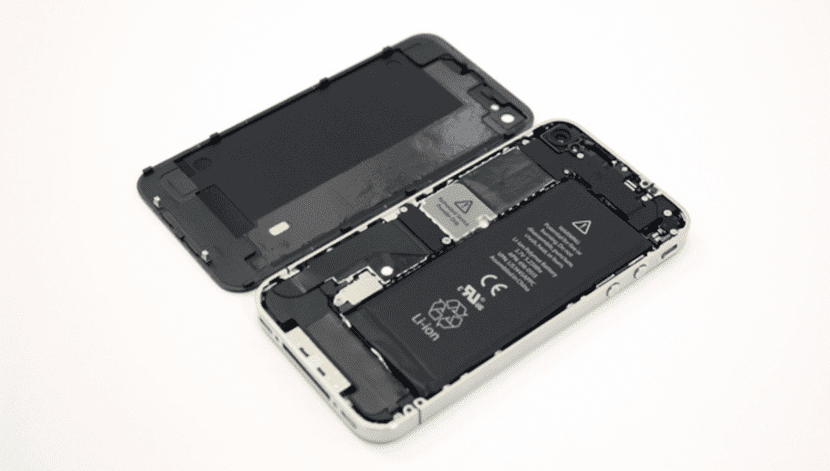 Batería en el interior de un iPhone