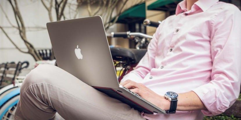 MacBook-Medium
