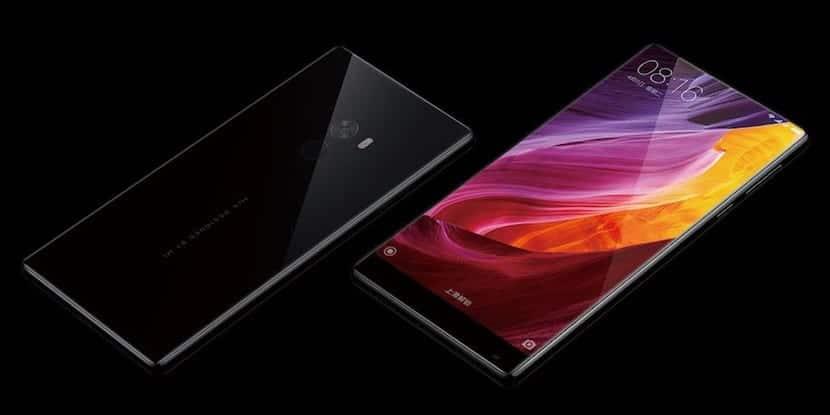 """Xiaomi sorprende con un smartphone de 6,4 pulgadas en el que """"todo"""" es pantalla"""