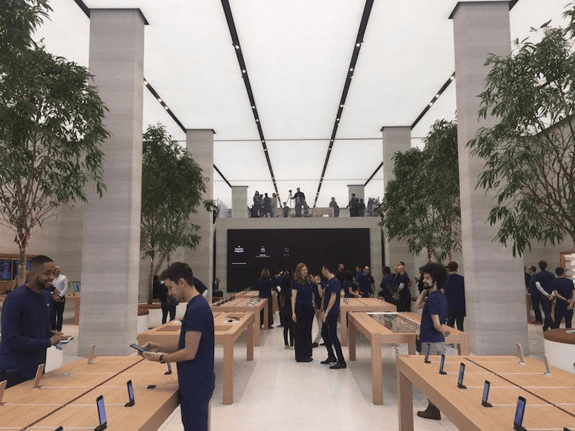 interior-apple-store-regent-street
