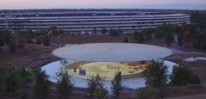 El Steve Jobs Theater incluye ascensores giratorios y una sala de demostración oculta