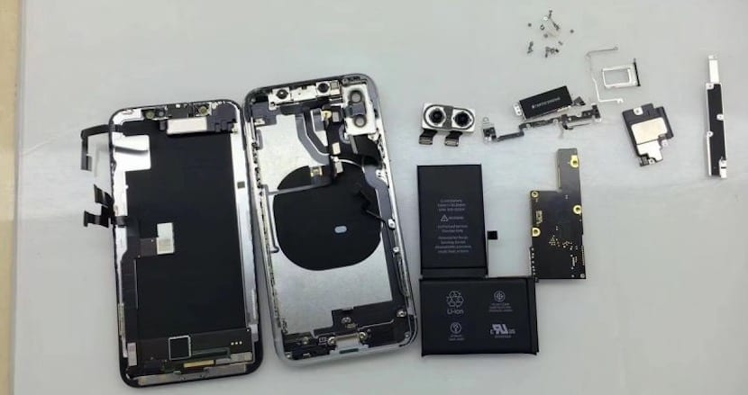 El despiece del iphone x nos sorprende con una doble for Interior iphone x