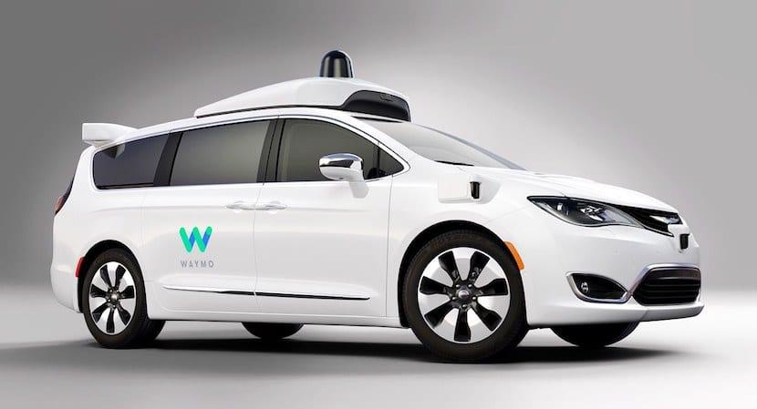 Apple ficha a una de los máximos responsables del sistema de conducción autónoma de Google llamado Waymo