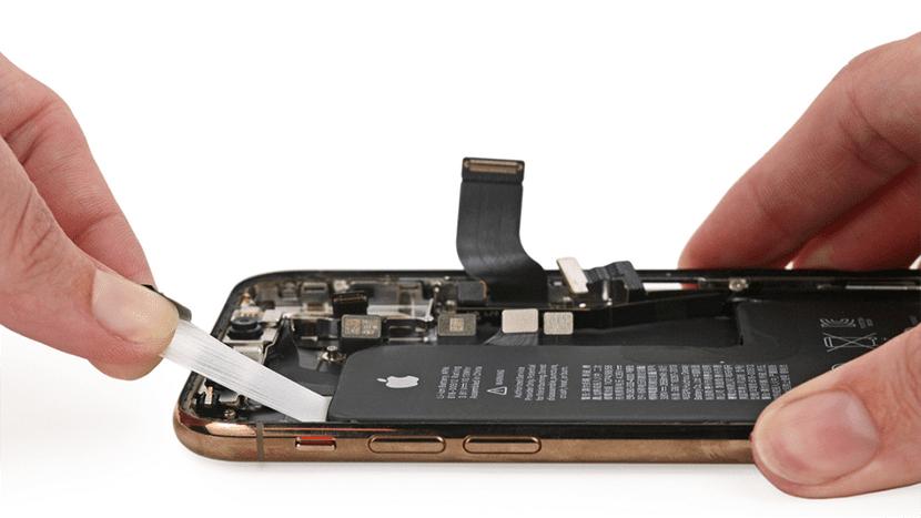 Cambio de la batería en un iPhone XS