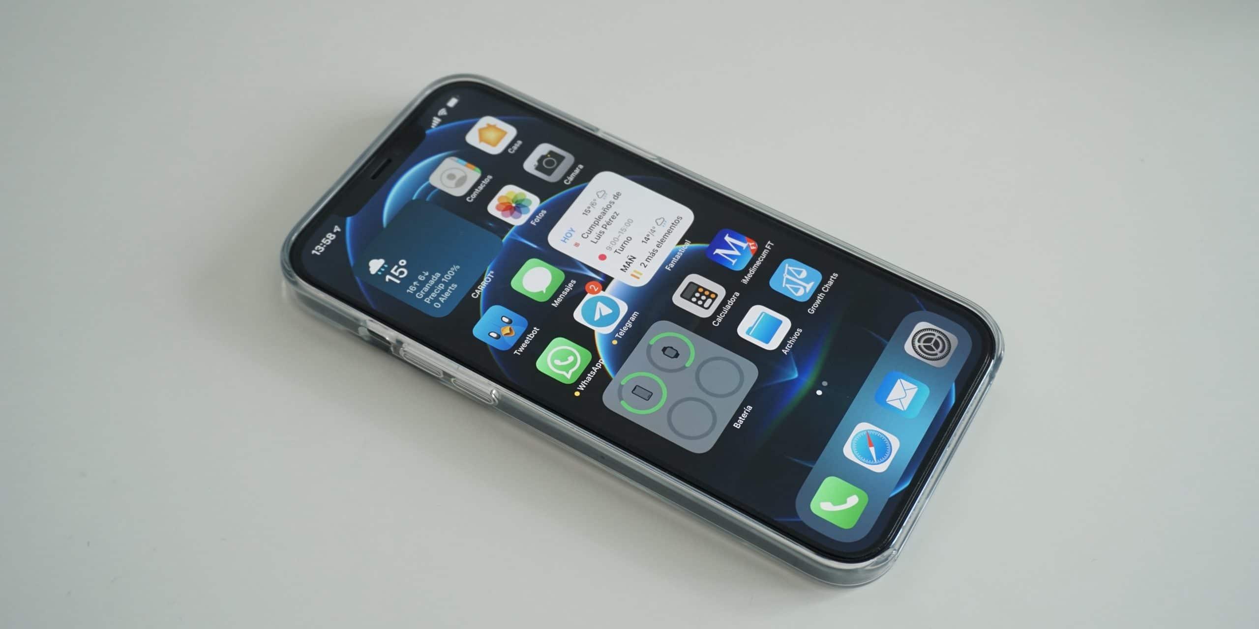 iPhone con protector Spigen