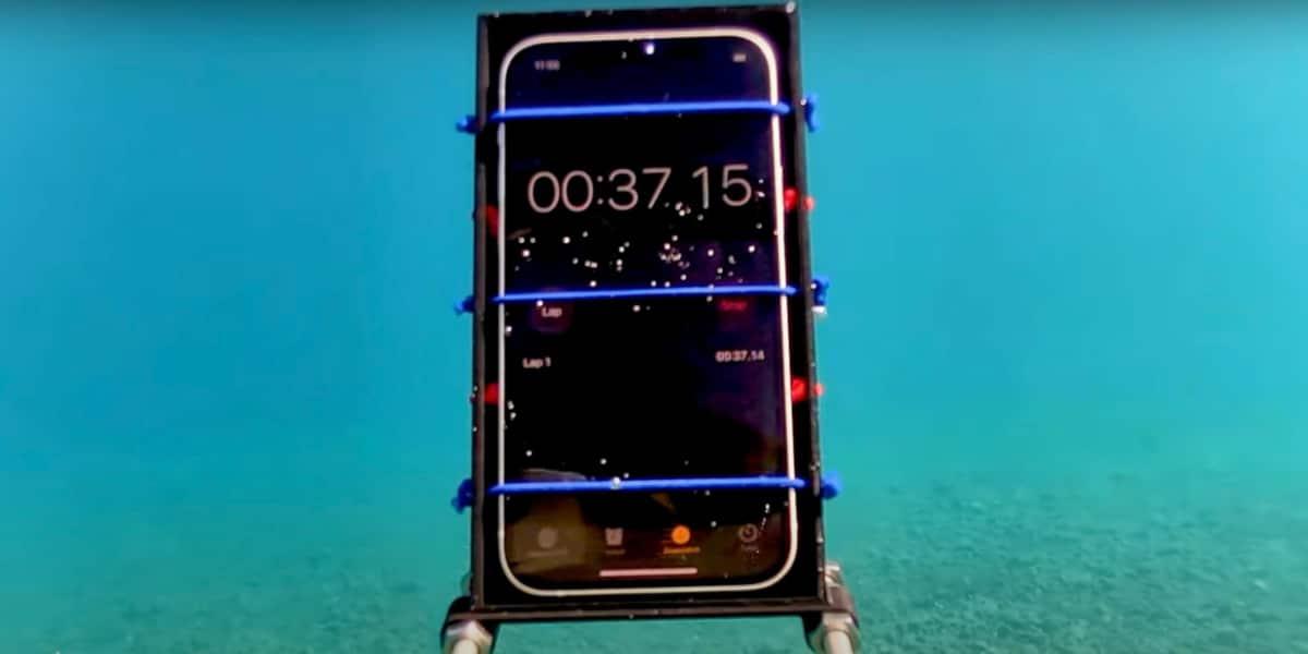 iPhone 12 submarino